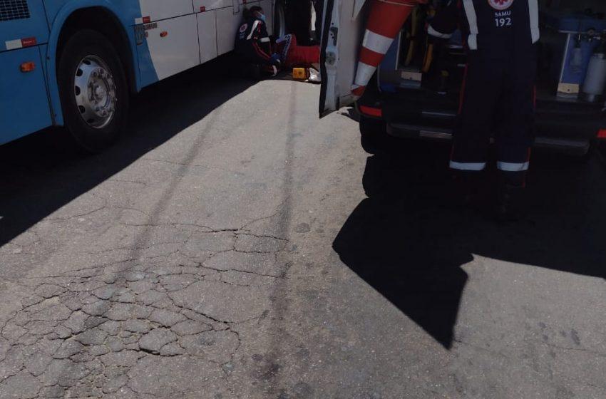Motociclista colide em caminhão e ônibus em acidente na Serra nesta sexta-feira (8)