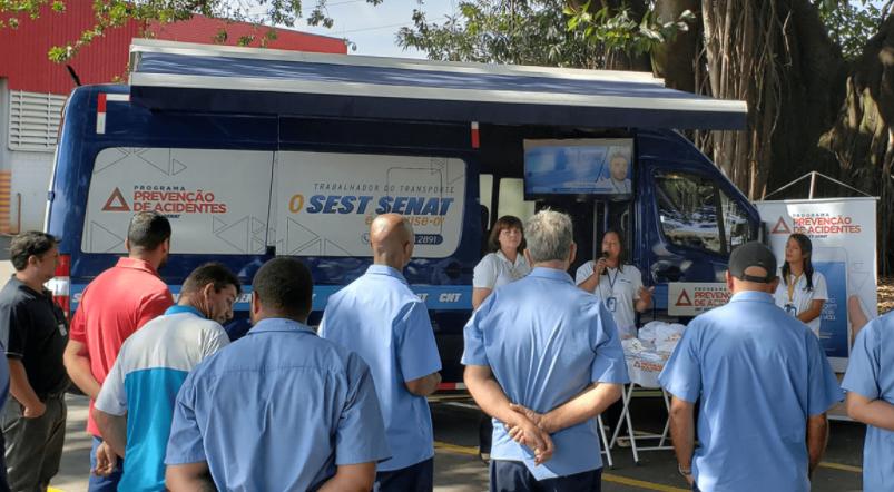 Conscientização sobre cuidados no trânsito no Programa de Prevenção de Acidentes do Sest Senat na Serra