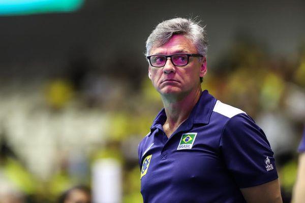 Covid-19: técnico da seleção masculina de vôlei, Renan Dal Zotto é intubado