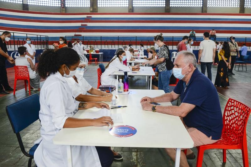 Ao todo, 868.663 pessoas receberam a primeira dose da vacina contra a Covid-19 no ES