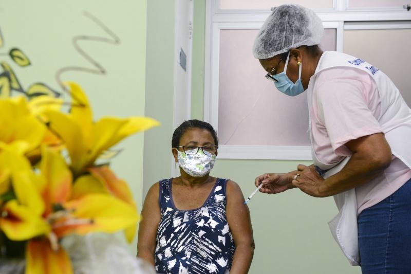 Covid-19: ES tem 21,72% da população vacinada com a primeira dose