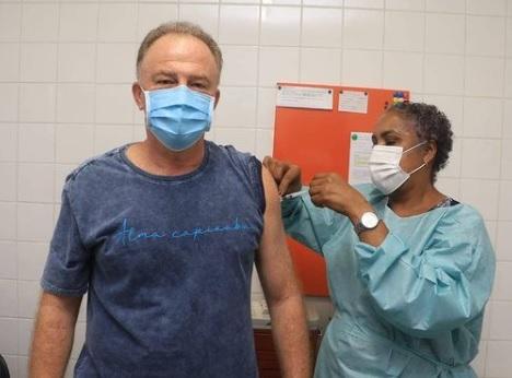 Casagrande recebe a segunda dose da vacina contra a Covid-19