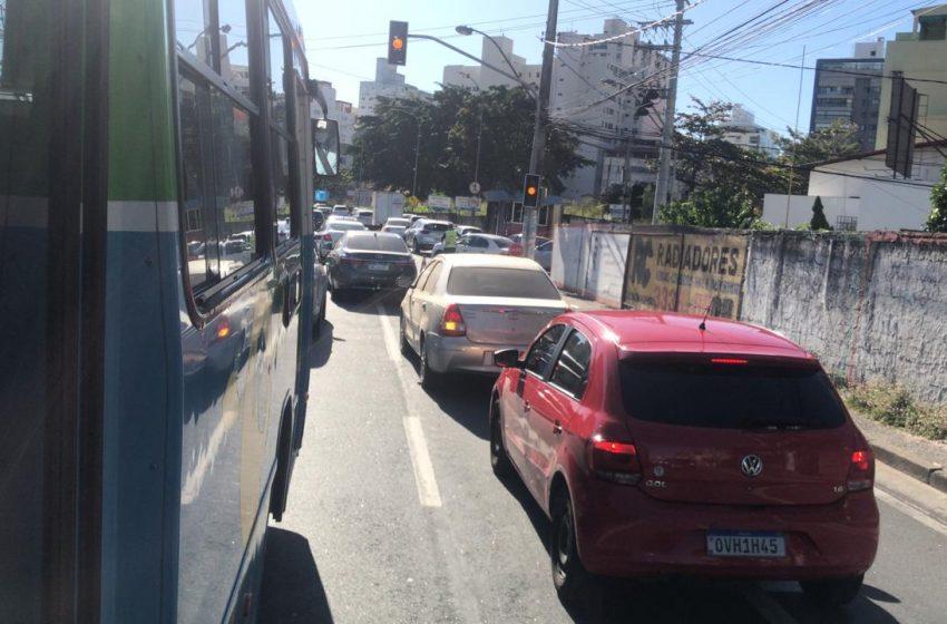 Após engavetamento, trânsito na Terceira Ponte fica retido durante a manhã