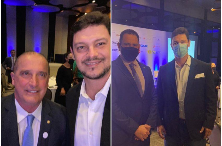 Ao lado de personalidades, presidente do Sindibares-ES, Rodrigo Vervloet, discute retomada do setor