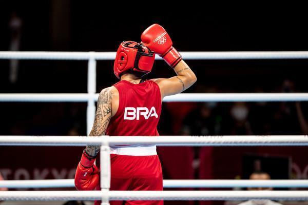 Beatriz Ferreira perde para irlandesa campeã mundial e conquista a prata em Tóquio 2020