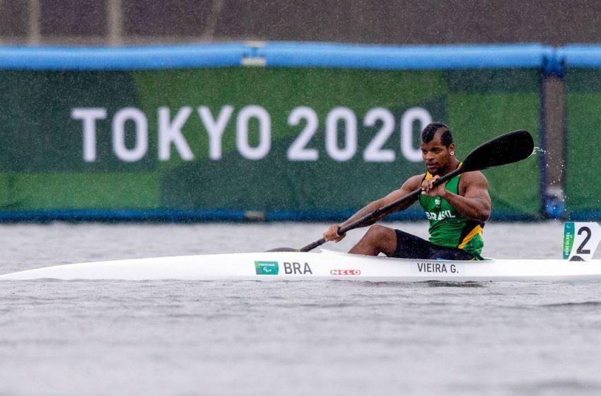 Giovane de Paula conquista medalha de prata na canoagem paralímpica