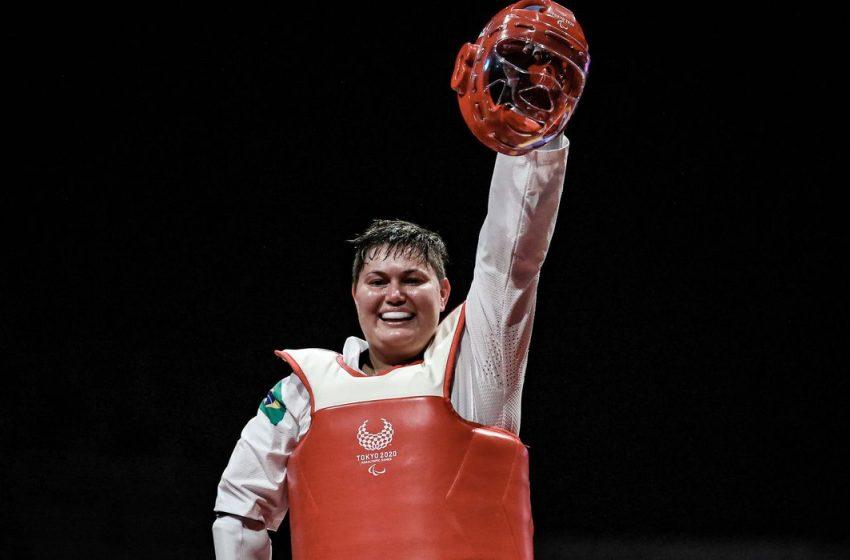 Débora Menezes leva medalha de prata na classe K44 do parataekwondo