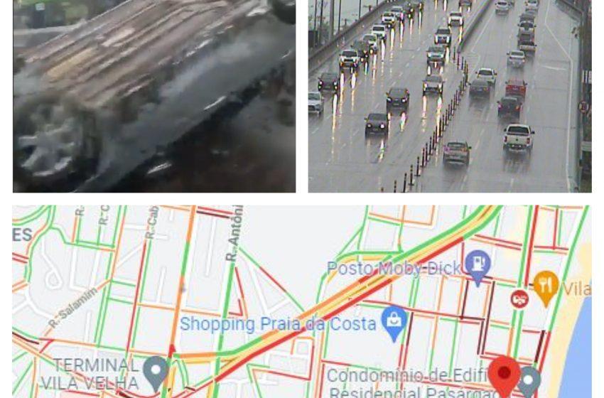 Lentidão e acidentes no trânsito da Grande Vitória devido à chuva na manhã desta quarta-feira (1)