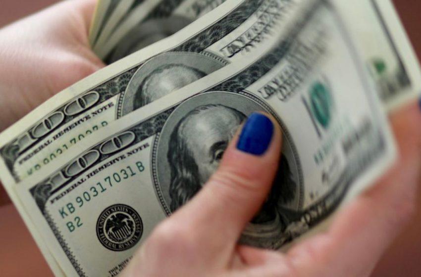 Dólar tem maior queda em três semanas e fecha abaixo de R$ 5,40