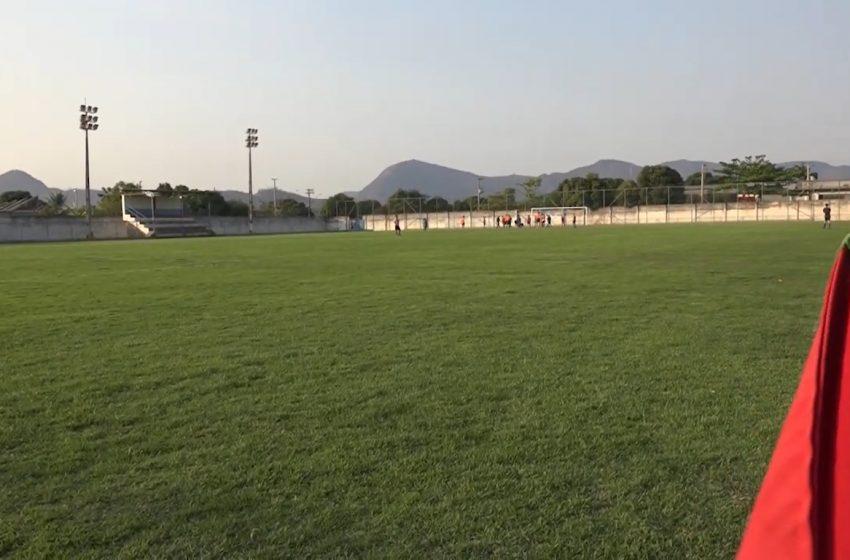 Praças de esportes e campos de futebol de Baixo Guandu recebem investimentos da Sesport