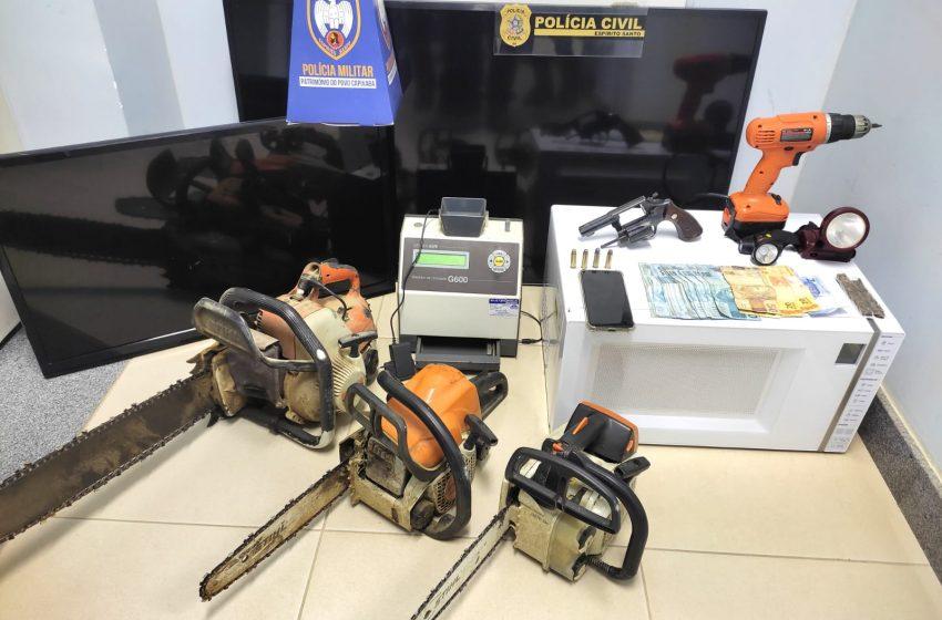 Duas pessoas são presas em operação que apreendeu drogas e armas em Pinheiros