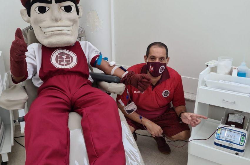 Mascote da Desportiva Ferroviária realiza ação para incentivar doação de sangue