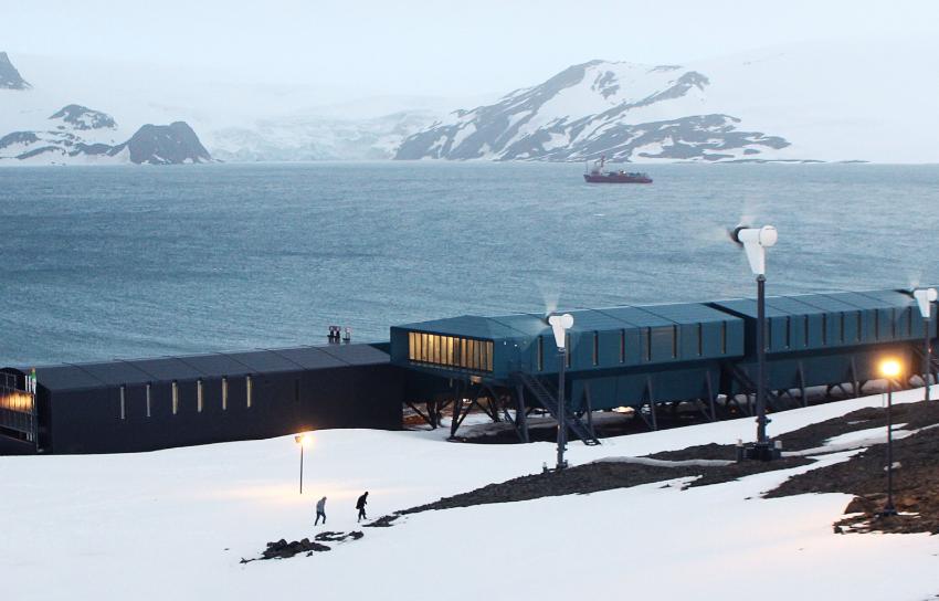 Projeto da Ufes avalia impacto da luminosidade da Antártica na saúde de pesquisadores
