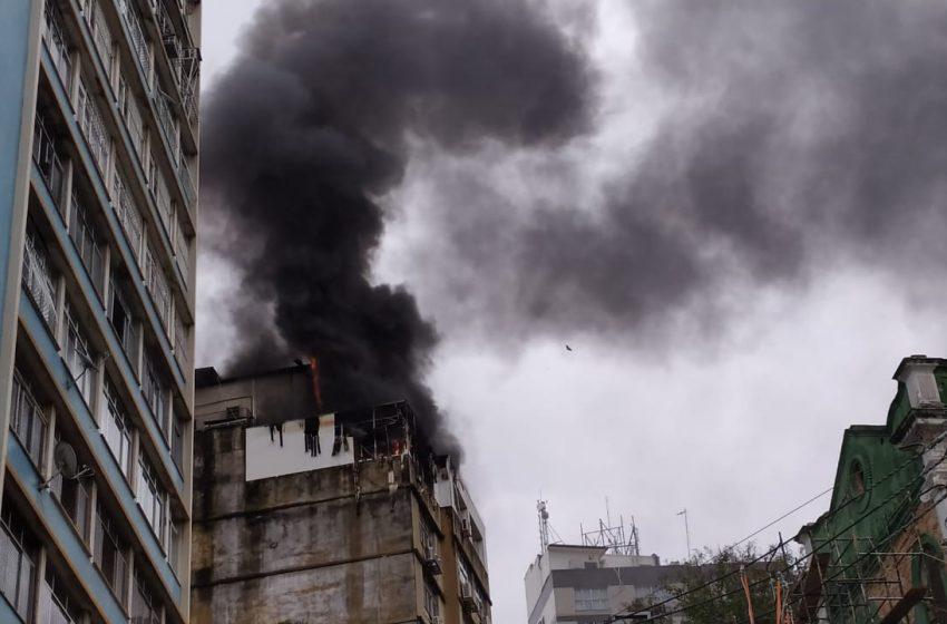 Crea-ES faz vistoria no edifício atingido por incêndio em Vitória nesta quarta-feira (13)